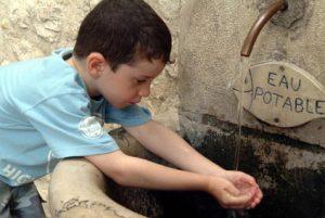 enfant-eau-300x201 Eau potable